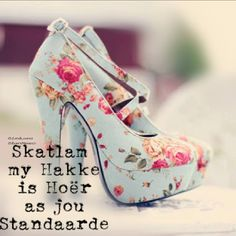 I am bringing along yet another new and elegant post of Floral heels! Currently what I have in my assemblage is a beautiful post of Floral heels Pretty Shoes, Beautiful Shoes, Cute Shoes, Me Too Shoes, Beautiful Beautiful, Pretty Sandals, Gorgeous Heels, Hello Gorgeous, Absolutely Gorgeous
