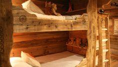 Si vous voulez économiser de l'espace dans votre chalet en bois, choisissez des lits superposés pour vos enfants ou vos invités.