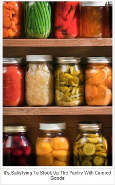 Recipes for Home Canning: {Fruits & Vegetables}. This site is full of tutorials and recipes for home canning. They also have recipes for jams, jellies, marmalade, pie fillings, and relish! Great for long term storage! Do It Yourself Food, Canned Food Storage, Home Canning, Le Diner, Comfort Food, Snacks, Canning Recipes, Canning Labels, Canning Jars