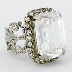 Sorrelli Snow Bunny Vintage Cocktail Ring