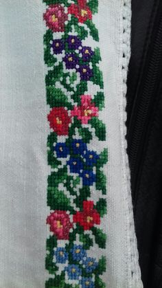 Hobbies And Crafts, Diy And Crafts, Palestinian Embroidery, Loom Beading, Pixel Art, Floral Tie, Cross Stitch Patterns, Projects To Try, Beads