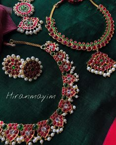 Check out the trending unique jhumka designs of this season and shop them online now! Gold Jewelry Simple, 18k Gold Jewelry, Jewelry Rings, Jewellery Earrings, Flower Jewelry, Antique Jewellery, Simple Necklace, Handmade Jewellery, Ethnic Jewelry