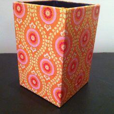 Grand pot à crayons en papier maché - Décor motifs hippies paisley tons orange : Accessoires de maison par estampille-mu