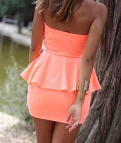 Chronik-Fotos discovered by on We Heart It Neon Dresses, Cute Dresses, Cute Outfits, Zara Dresses, Peplum Dresses, Strapless Dress, Vestidos Neon, Fashion Beauty, Womens Fashion