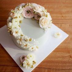 Done by student from Thailand (베러 심화클래스/Advanced course) www.better-cakes.com #buttercream#cake#베이킹#baking#koreanbuttercream#koreancake#버터크림케익#베러케이크#yummy#flower#koreanstyle#sweet#플라워케이크#foodporn#birthday#wedding#디저트#foodie#dessert#버터크림플라워케익#following#food#piping#beautiful#flowerstagram#instacake#pastry#꽃스타그램#공방#instafood#