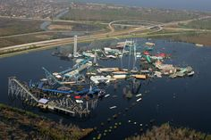 What Hurricane Katrina did to New Orleans & Six Flags, this photo is of New Orleans,LA, on Sept. This was Six Flags Over Louisiana still submerged two weeks after Hurricane Katrina caused levees to fail in New Orleans. Nagasaki, Hiroshima, Abandoned Theme Parks, Abandoned Amusement Parks, Fukushima, Lombok, Ansel Adams, Abandoned Buildings, Abandoned Places