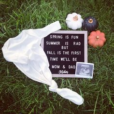 Baby Announcement To Parents, Cute Baby Announcements, Baby Announcement Pictures, Cute Pregnancy Announcement, First Time Pregnancy, Getting Ready For Baby, Baby Shower Gender Reveal, Baby Makes, Everything Baby