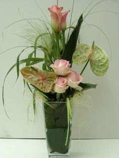 MODERN BOEKET IN VAAS Corporate Flowers, Rare Flowers, Sugar Flowers, Floral Design, Art Floral, Mother Nature, Flower Arrangements, Glass Vase, Wedding Flowers