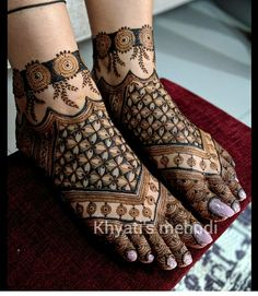 Round Mehndi Design, Legs Mehndi Design, Mehndi Designs Feet, Henna Art Designs, Mehndi Design Pictures, Mehndi Designs For Girls, Mehndi Designs For Beginners, Unique Mehndi Designs, Mehndi Designs For Fingers