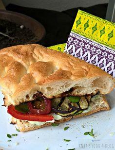 Verwen jezelf met een heerlijke lunch en maak deze gegrilde groenten. Beleg je favoriete brood ermee en voeg voor extra smaak nog kruidenkaas of humus toe.
