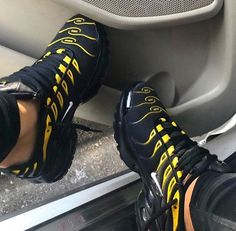 and offers a range of men's products and style tips Cute Sneakers, All Black Sneakers, Shoes Sneakers, Sneakers Fashion, Fashion Shoes, Nike Fashion, Women's Fashion, Shoes Nike Adidas, Basket Style