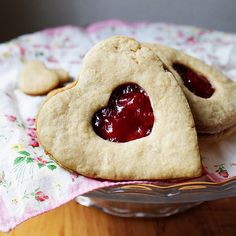 Heart shaped jam cookies, cute for valentine's day!