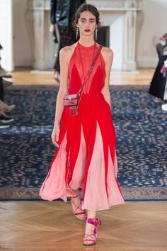 Valentino Spring 2017 Ready-to-Wear Fashion Show - Amanda Googe