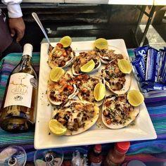 En tu viaje de aventura a #SanQuintín, una parada obligatoria que debes hacer es en Posada Don Diego, sus platillos te encantarán, como estas deliciosas almejas gratinadas con queso  #BajaCalifornia  #Seafood #México #DescubreBC #DiscoverBaja #Mariscos #Almejas #Baja inicia tu aventura visitando: www.descubrebajacalifornia.com