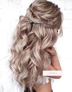 5 Half Up Half Down Curly Hairstyles You Would Love To Try - - - 5 Half Up Half Down Curly Hairstyles You Would Love To Try – – 5 Half Up Half Down Lockige Frisuren, die Sie gerne ausprobieren würden – – Down Curly Hairstyles, Easy Hairstyles For Medium Hair, Wedding Hairstyles For Long Hair, Wedding Hair And Makeup, Medium Hair Styles, Curly Hair Styles, Country Wedding Hairstyles, School Hairstyles, Wedding Hair Blonde
