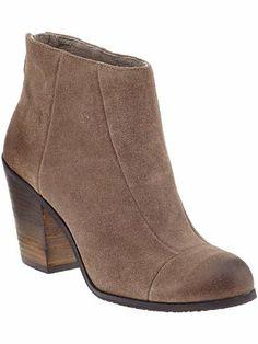 Amazon.com: Vince Camuto Women's GRAYSEN Boot SMOKE TAUPE,8.5: Shoes $73.47