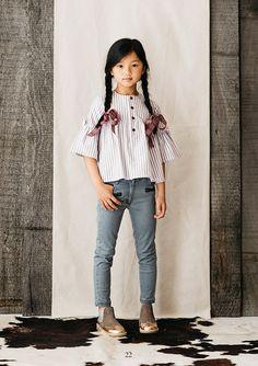 pagina del lookbook Preteen Fashion, Toddler Fashion, Kids Fashion, Cute Girl Outfits, Kids Outfits, Foto Fantasy, Poses References, Little Fashionista, Junior