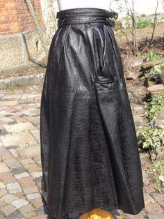Lederrock Größe M, Länge 80 cm 1a Zustand , mit zwei GürtelschnallenGlockenform