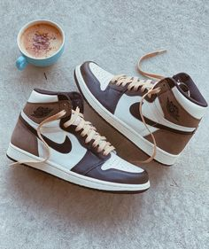 Dr Shoes, Swag Shoes, Cute Nike Shoes, Nike Air Shoes, Hype Shoes, Brown Nike Shoes, Black Shoes, Sneakers Mode, Cute Sneakers