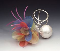 Liaung-Chung Yen: Brooch in sterling silver and plastic. Interchangeable top and base sold separately.