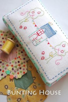 Bunting House - by Cinderberry Stitches - Stitchery Pattern