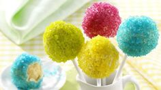 Neon Cake Pops Recipe: Try creating these bright and bold cake pops using Neon Sugar! These delicious and eye catching cake pops make a great party piece - the Neon Sugar gives them a real wow factor!- One of hundreds of delicious recipes from Dr. Neon Sweet 16, Cakepops, Cake Pops Stiele, Beach Ball Cake, Neon Cakes, Glow In Dark Party, Orange Party, Neon Party, 90s Party