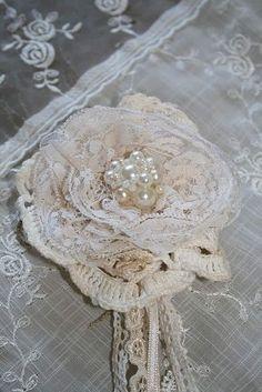 Very pretty, shabby chic lace flowers Fleurs Style Shabby Chic, Shabby Chic Crafts, Shabby Flowers, Lace Flowers, Crochet Flowers, Fabric Flowers, Vintage Flowers, Beautiful Flowers, Wedding Flowers