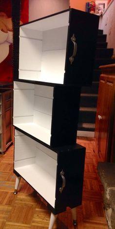 Création d'une étagère avec des caisses de vin recyclées/Creation of a shelving unit using recycled wine crates