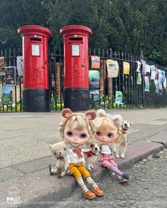 """""""When you're a twin life's all about two, one for me and one for you. What ever my sister does I do too , our bond is stronger than super glue!"""" #twins #doubletrouble  #vainilladolly  #cambridge  #domenicamoregordon  #studentlife  #red #letterbox  #mformonkey  #dewdropteddybears  #blythedoll  #blythe  #dollphotography  #streetphotography  #sisters  #together #seeingdouble  #holytrinitychurch  #marketstreet"""