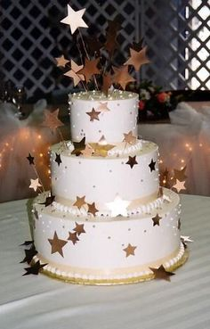 Gold star cakes: my dream wedding cake Themed Wedding Cakes, Wedding Cakes With Cupcakes, Wedding Cake Decorations, Wedding Themes, Cake Pink, Gold Cake, Sweet 16 Birthday Cake, Gold Birthday Cake, Birthday Cakes