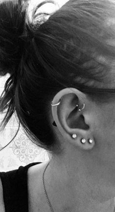 = x The bar is Ball: Bar Length: Ball end total lenght Cartilage/Tragus, Helix, Conch, Ear Piercing 20 Gauge Externally Threaded, Screw Backing (Ball) √The Ohrknorpel Piercing, Spiderbite Piercings, Ear Peircings, Tattoo Und Piercing, Forward Helix Piercing, Front Helix Piercing, Forward Helix Earrings, Facial Piercings, Small Gold Hoop Earrings