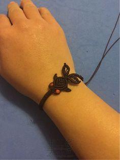 Create a Perfect Gift With Italian Charms Macrame Art, Macrame Design, Macrame Projects, Macrame Knots, Macrame Jewelry, Macrame Bracelets, Diy Jewelry, Bracelet Knots, Knot Necklace