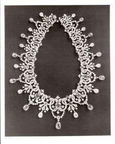 Imperial Romanov Jewels - The Russian Diamond Fund: Russia's Treasure of Diamonds and Precious Stones (A diamond and gem-set necklace)