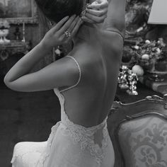 I want a back out of my dress like this. And i want it a little tighter and fitted to my body i think. Draping and elegant.