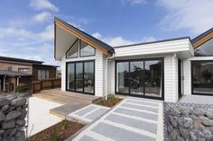 Landmark Homes are Award-Winning Master Builders. Choose from our stunning house plans or create your own luxury design. We build across NZ so call us today. Home Design, Küchen Design, Building Design, Building A House, Build Your Own House, Design Your Dream House, New Home Builders, Interior And Exterior, Luxury Homes
