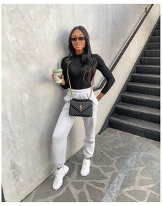 Cute Comfy Outfits, Sporty Outfits, Winter Fashion Outfits, Mode Outfits, Winter Outfits, Black Joggers Outfit, Cute Sweatpants Outfit, Black Bodysuit Outfit, Grey Joggers