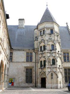 rue Edouard Branly, Hôtel des Echevins, Musée Estève, Bourges, Centre