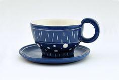 Taza y Plato de Cerámica Blanca Engobada en Azul por Barruntando