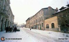 Iarna pe Calea Rahovei. Era probabil ultima plimbare a fotografului Paul Filip înaintea demolărilor din faţa Casei de Cultură V.I. Lenin / Cinema N. Bălcescu (Aida), adică a Palatului Bragadiru. Câteva săptămâni (sau zile!) mai târziu, vechile imobile de sec. XIX de la nr. 156-162 urmau să fie demolate, degajându-se zona pentru Casa Academiei. Observaţi ce bine era conservat Palatul Bragadiru