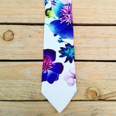 Cravatta bianca fiori blu e viola di PapillonDiSharon su Etsy Adele, Etsy