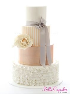 Featured Wedding Cake: Bella Cupcakes; 35 Wedding Cake Inspiration with Chic Classy Design Details: http://www.modwedding.com/2014/10/22/35-wedding-cake-inspiration-chic-classy-design-details/ Featured Wedding Cake: Bella Cupcakes