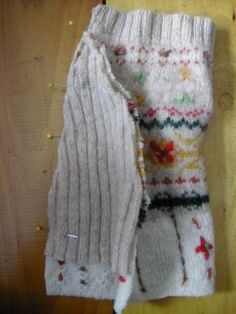 Como hacer ropa para perros reciclando un sweater 3cb31f94e91