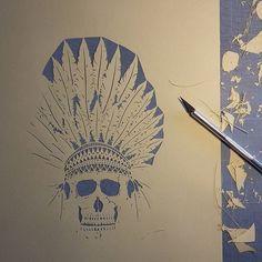 Des plumes,des plumes,...j'adore!☺ Bon mercredi et vive le soleil!! >>>>>>-------------------------------▶ #Mix #indianskull #skull #skulls #indianstyle #indian #feathers #paper #papercut #papercuttingart #papercraft #cutfrompaper #paperwork #wip #handcut #handdrawn #art #artwork #artist #instaart #madecoamoi #madeinfrance #dijon #inspiration #love #life