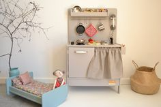 Wooden toy kitchen and crib #woodentoy #woodenkitchen #woodencrib #macarenabilbao