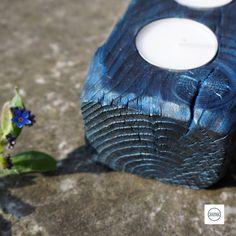 """Wunderschöner Teelichthalter aus massivem Fichtenholz. Zur Herstellung wurde eine alte japanische Technik namens """"Shou Sugi Ban"""" verwendet, bei der das Holz stark verbrannt, dann aufwendig gereinigt und schließlich gefärbt wird. Stark, Candle Holders, Candles, Burnt Wood, Cleaning, Schmuck, Dekoration, Nice Asses, Porta Velas"""