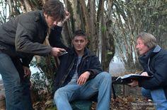 Supernatural - Behind the scenes photo of Jensen Ackles, Kim Manners & Jared Padalecki
