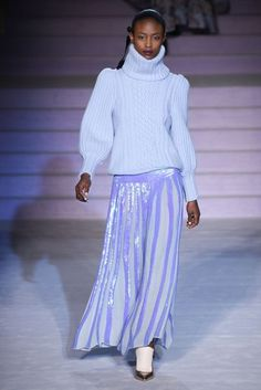 Temperley London Fall 2017 Ready-to-Wear Fashion Show Collection: See the complete Temperley London Fall 2017 Ready-to-Wear collection. Look 19 Knitwear Fashion, Knit Fashion, Sweater Fashion, Fashion Week, Fashion 2017, Couture Fashion, Trends 2016, Fall Winter 2017, Winter Wear