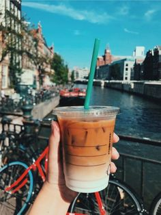 Lots Of Coffee Facts Tips And Tricks 5 – Coffee Starbucks Drinks, Starbucks Coffee, Iced Coffee, Coffee Drinks, Coffee Cups, Funny Coffee, Espresso Coffee, Coffee Shop, Breakfast