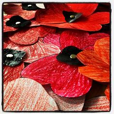 poppies for Remembrance Day Classroom Art Projects, Art Classroom, Holiday Crafts For Kids, Fall Crafts, Grade 1 Art, Remembrance Sunday, West Art, Thematic Units, Child Friendly