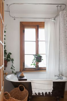 Trendy Home Design Scandinavian Apartment Therapy Ideas Apartment Therapy, Farmhouse Style Bedrooms, Farmhouse Style Kitchen, Swedish Farmhouse, Farmhouse Ideas, Studio Apartments, Bungalows, Beige Pantone, Pinterest Bathroom